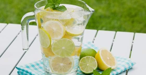 Health Benefits of Lemon Water (Including Detox)