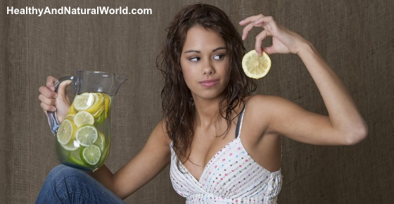 8 Health Benefits of Drinking Lemon Water