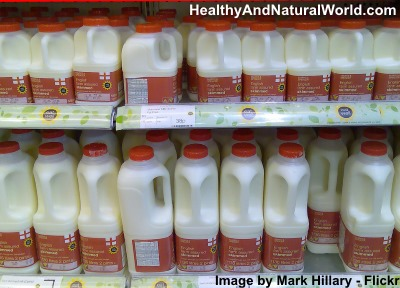 Harvard Scientist Urges People to Stop Drinking Low-Fat Milk