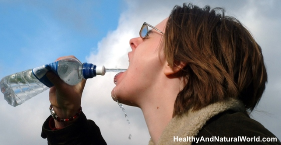 7 Warning Signs That Tell You Your Body Is Lacking Water