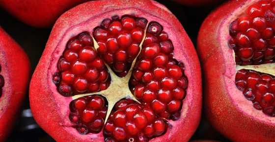 Proven Health Benefits of Pomegranate (Fruit, Juice, Seeds)